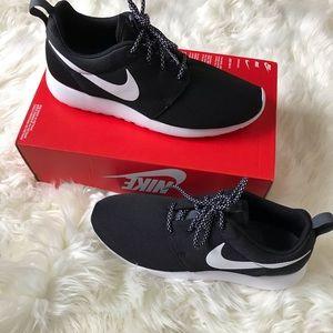 NWT Nike Roshe One Shoes